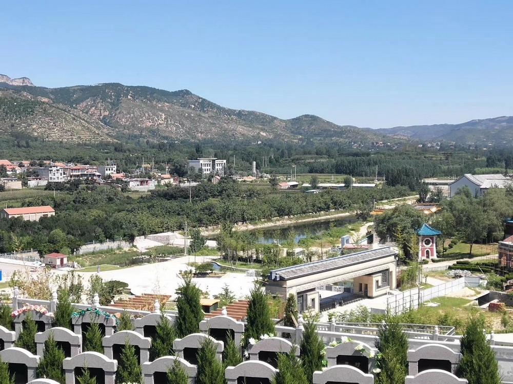 """济南公墓中为什么会有人请风水师去""""寻龙点穴"""""""